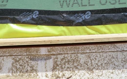 Gap under insulation wall