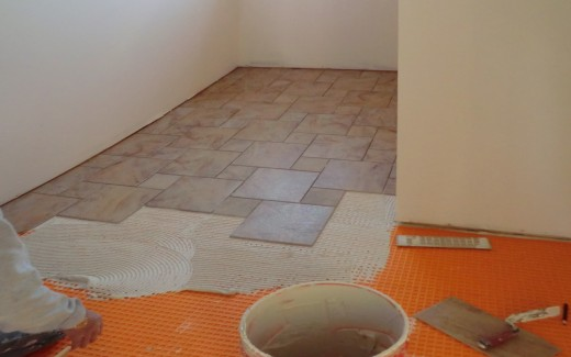 Upper bathroom tiling